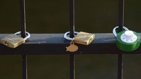 Padlocks of love appear along Prattville Creekwalk | Vloasis sex corner | Scoop.it
