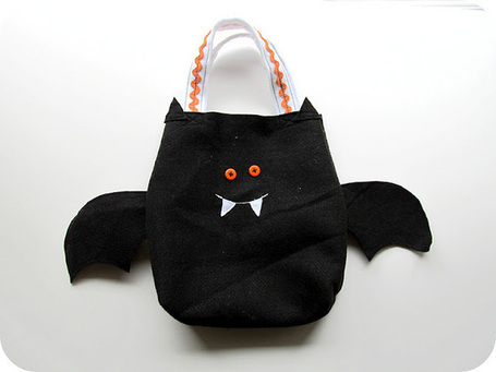Easy Sew Simple Felt Trick or Treat Bags with Templates | Easy Sewing Projects for Kids | Scoop.it