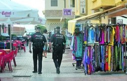 Vigilancia en la Plaza Bohemia para disuadir a los manteros | Visión La Manga - Blog de Actualidad y Agenda | Scoop.it