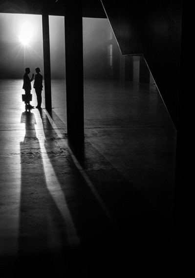 Magic with geometrical patterns in Street Photography by Rupert Vandervell | Urban Decay Photography | Scoop.it