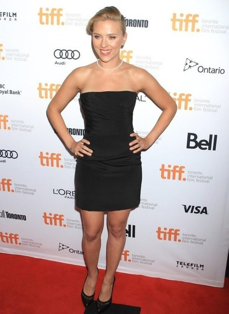 Scarlett Johansson Sizzles In Tiny Black Dress, Flashes Engagement Ring | Blog de Cine | Scoop.it