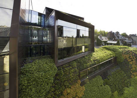 Chamber of Commerce with green walls by Chartier-Corbasson | Jardines Verticales y azoteas verdes. | Scoop.it
