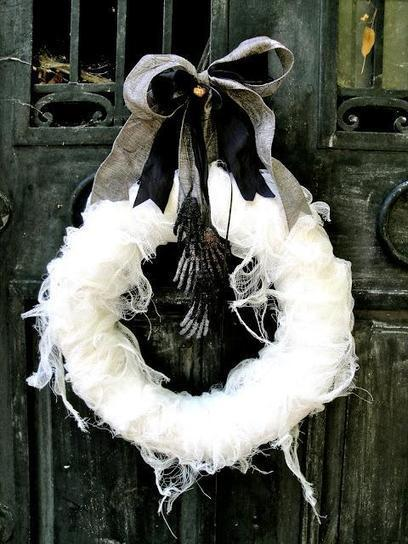 It's Written on the Wall: Halloween Wreaths, Ghosts, Trees and Door Decor-A Must See! | Halloween & Spooky Fun Stuff~ | Scoop.it
