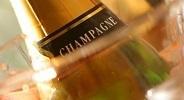 """L'appellation Champagne serait à risque ?  Pour se défendre, 2M€ et un réseau de 70 cabinet d'avocats.   L'appellation """"Champagne"""" n'est-elle pas une stratégie marketing pour que les producteurs de champagnes français restent compétitfs?   Scoop.it"""