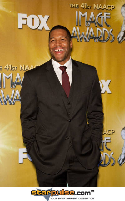 Michael Strahan Reportedly Joining Kelly Ripa As Co-Host On 'Live!' | Morning Show prep | Scoop.it