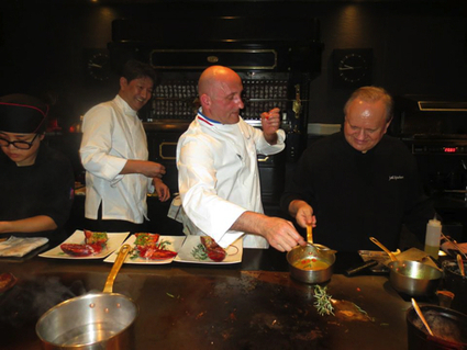 Depuis Singapour le chef Robuchon indique qu'il veut continuer à se développer en Asie | Food & chefs | Scoop.it