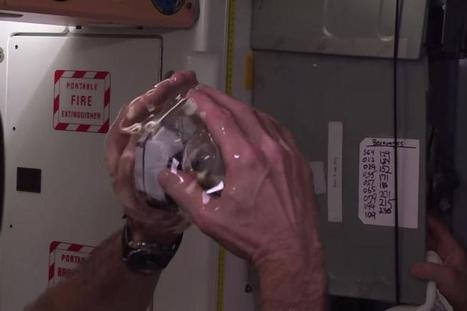 See NASA's crazy 3D video from inside a ball of water in space - CNET | Tech It | Scoop.it
