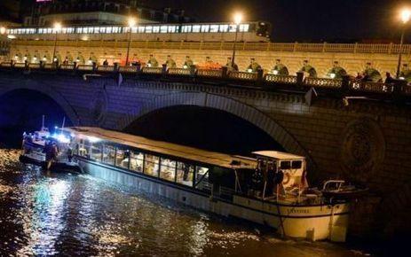 Une péniche se coince sous un pont de Paris - Le Parisien | Paris | Scoop.it