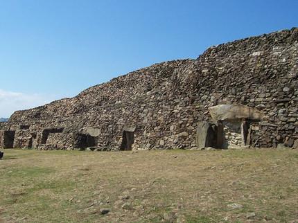 Pinturas funerarias decoraban los megalitos más antiguos de Europa   Megalitos, cantales, bolos y peñas. Petroglifos. Piedras sagradas.   Scoop.it