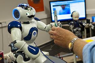 Le robot Nao serait capable de transmettre des connaissances entre ... - Le Journal du Geek | Geeks | Scoop.it