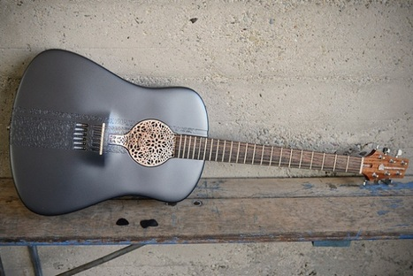 "Play a 3D-Printed Acoustic Guitar Made of Plastic | L'impresa ""mobile"" 