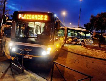Le long bus articulé coincé dans le rond-point | Mais n'importe quoi ! | Scoop.it