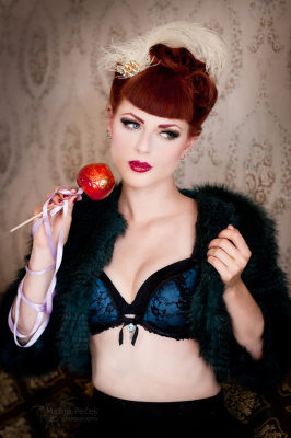 Greta Macabre's Candy Apples: Cooking With A Pin Up Recipe #6 | Rockabilly | Scoop.it