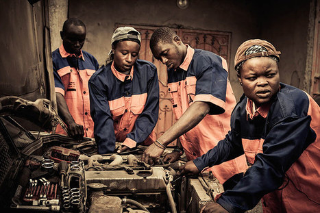 Big picture: No Man's Job - female mechanics in Senegal by Anthony Kurtz | Art, photography and painting | Scoop.it