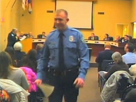 Video seems to show Ferguson officer in confrontation | Upsetment | Scoop.it