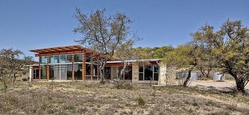Charmant m lange de bois et pierre pour cette maison contemporaine texane usa construire tendance for Construction maison en bois et pierre