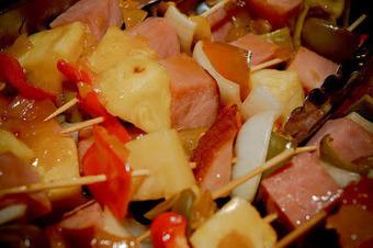 Cuisine maison, d'autrefois, comme grand-mère: Recettes de brochettes dinde - ananas au curry et riz à la plancha ou au barbecue | La-Petite.ch - Recettes - Tupperware - Astuces - Liens | Scoop.it