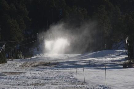 Pyrénées : le changement climatique menace les stations de ski   Adventure Tourism   Scoop.it