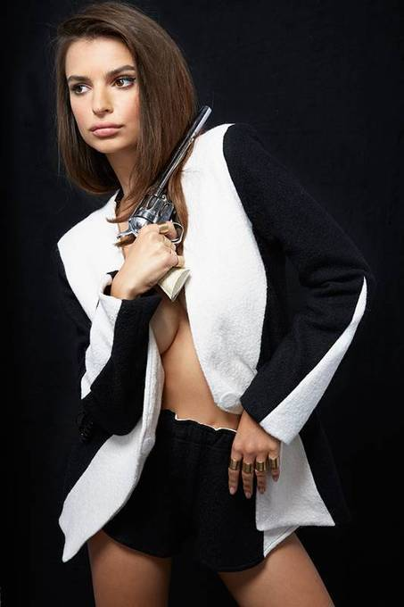 Emily Ratajkowski est una bandita sexy | Famous Naked Celebrities | Favorite think's | Scoop.it