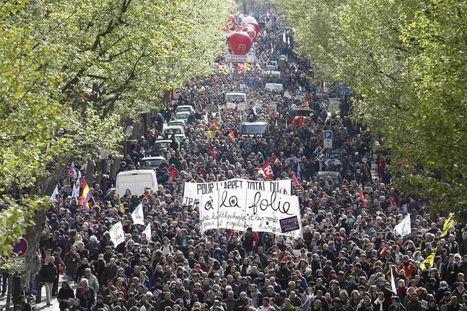 Valls et Cazeneuve poursuivent l'escalade policière (article offert)   Critique du changement   Scoop.it