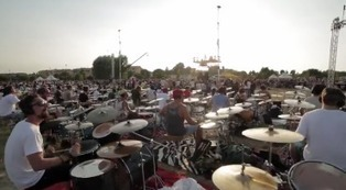 Foo Fighters: in the Italian town of Cesena 1,000 musicians play 'Learn to Fly' | Italia Mia | Scoop.it