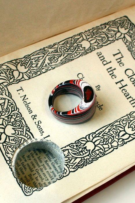 Jeremy donne une nouvelle vie aux vieilles pages de livres en les transformant en délicats bijoux   Veille pour rire ou sourire   Scoop.it