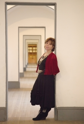 Book review: Maya's Notebook by Isabel Allende shows spirit - Vancouver Sun   Chilean Spanish   Scoop.it