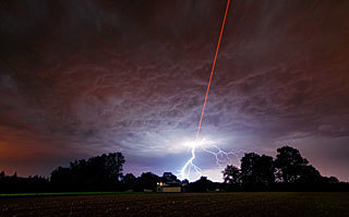 ESO - potw1136a - Laser Meets Lightning | Planets, Stars, rockets and Space | Scoop.it