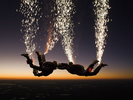 Skydivers Create Stunning Light Show By Strapping Fireworks to Themselves [PHOTO] | Light & other related things | Scoop.it