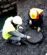 Asoma un terceiro miliario romano na escavación da ponte do Burgo - A Voz de Galicia (31/01/2007)   Arqueología romana en Hispania   Scoop.it