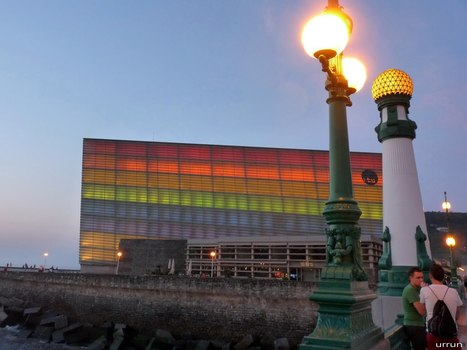 #Donostia ko Konstituzio plazan EZIN dute 2 gizon #euskaldantzak dantzatu #HOMOFOBIA #LGBT | Pedalogica: educación y TIC | Scoop.it