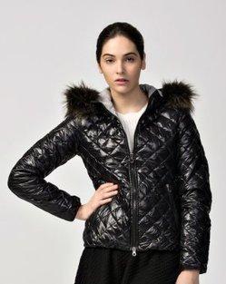 Duvetica Aida Women's Short Shiny Down Jacket Black | winter wear | Scoop.it