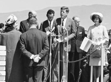 John Kennedy's Murder Badly Hobbled Latin American Democracy (El Tiempo ... - Worldmeets.us | XX century Dictatorships Latin America | Scoop.it