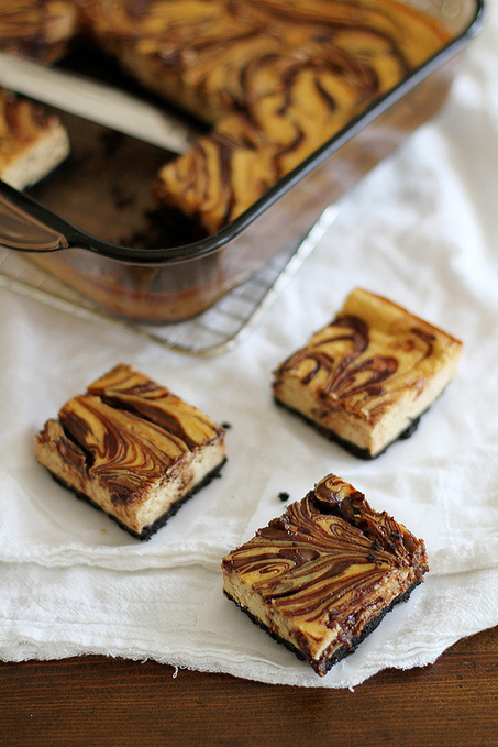 Nutella-Swirled Cappuccino Cheesecake Bars | The Man With The Golden Tongs Hands Are In The Oven | Scoop.it