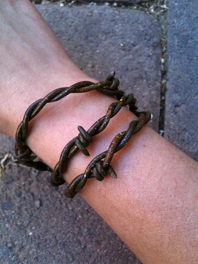 Fauxbarbed wire bracelet | All Geeks | Scoop.it