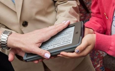 U.S. Ambassador Swears Oath on a Kindle   Noticias y comentarios de actualidad sobre el libro electrónico. Documenta 48   Scoop.it