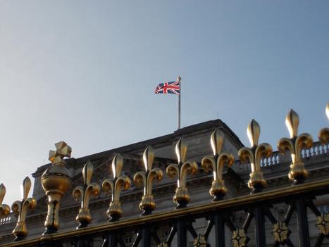 The UK Curriculum Vitae vs The US Resume | Peer Into Your Career | Curriculum online | Scoop.it