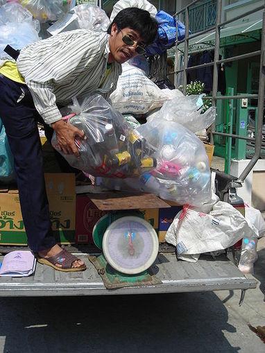 Une coopérative d'échange « déchets recyclables contre nourriture »   Economie Responsable et Consommation Collaborative   Scoop.it