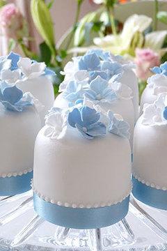 mini cakes hydrangeas idea Rachelles Beautiful Bespoke Cakes | Candy Buffet Weddings, Events, Food Station Buffets and Tea Parties | Scoop.it