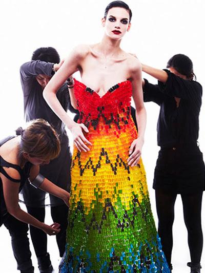 Une robe constituée de 50.000 Oursons Haribo | Mauvais Goût | Scoop.it