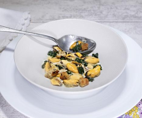Moules sauce curry-curcuma, épinards et petits croûtons - Et si c'était bon...   Chef, à table !   Scoop.it