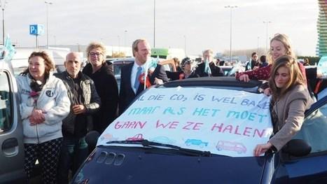 Demonstranten willen vluchtelingen gaan ophalen in Griekenland, rijden met auto's naar Binnenhof | Inlichtingen en Veiligheid | Scoop.it
