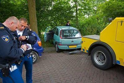 Haarlemse kleuter (2) rijdt auto van vader sloot in | 0tot4 | Scoop.it