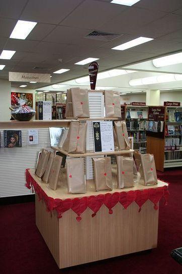 At the Public Library: Blind Date with a Book | Des livres, des bibliothèques, des librairies... | Scoop.it