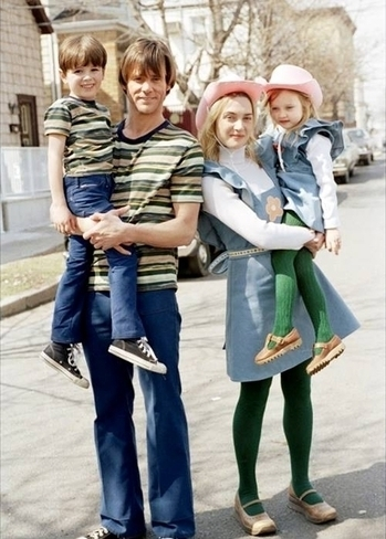 Jim Carrey & Kate Winslet As Joel & Clementine In 'Eternal Sunshine of the Spotless Mind' With Young Joel & Young Clementine | Copier coller | Scoop.it
