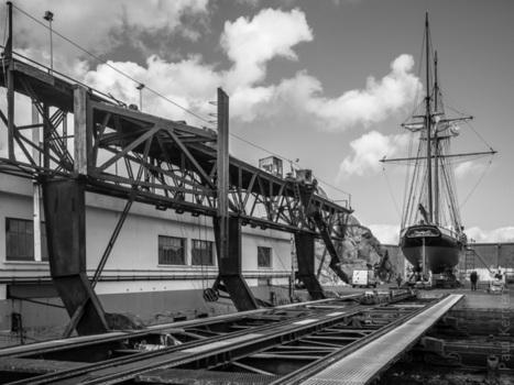 photo - Bretagne - Finistère :  réparation navale à Douarnenez : La Recouvrance sur le slipway (3 photos)  © Paul Kerrien - http://toilapol.net | photo en Bretagne - Finistère | Scoop.it