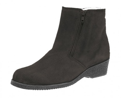 Keeping Warm, Yet Stylish With Shearling Boots   Sheepskin Slippers and Boots   Scoop.it