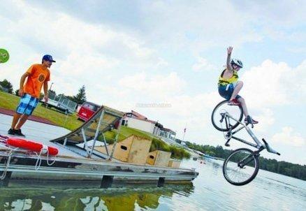St-Yrieix: des cyclistes osent le grand saut dans l'eau [vidéo] | Made in IJBA | Scoop.it