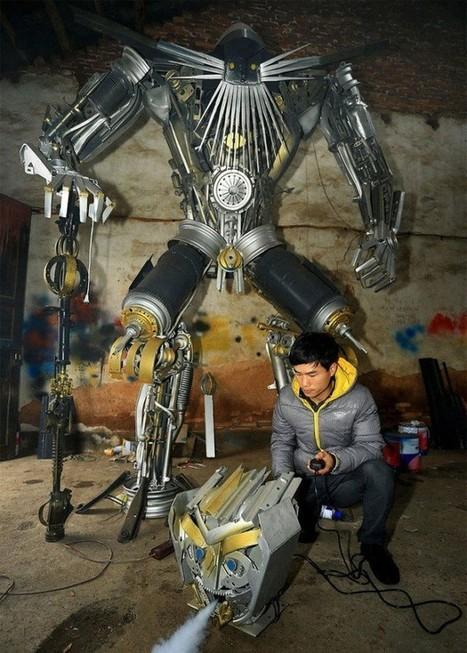 Deux paysans chinois fabriquent des robots Transformers grandeur nature | Strange days indeed... | Scoop.it