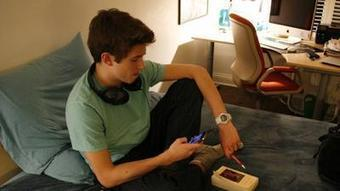 More US teens are using smartphones to get to Internet, Pew finds - Los Angeles Times | Smart Connected Devices | Scoop.it